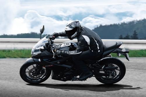 Suzuki GSX250R. Potenza e prezzo (4)