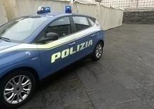 Bimba dimenticata in auto dalla madre: la salva la Polizia