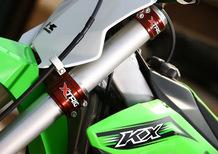 Un kit accessori omaggio con la Kawasaki KX 450F