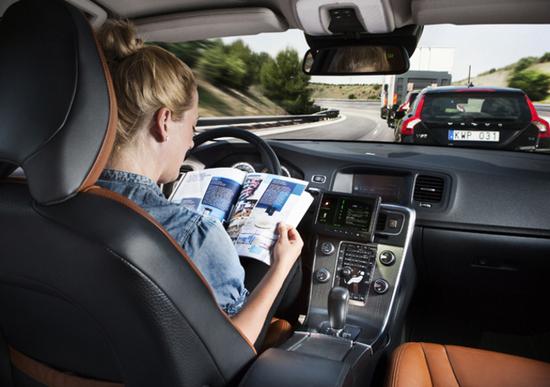 Bosch interroga gli automobilisti sui vantaggi della guida autonoma