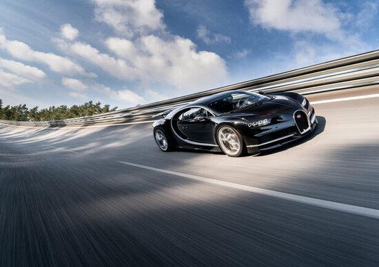 Bugatti, futuro ibrido assicurato