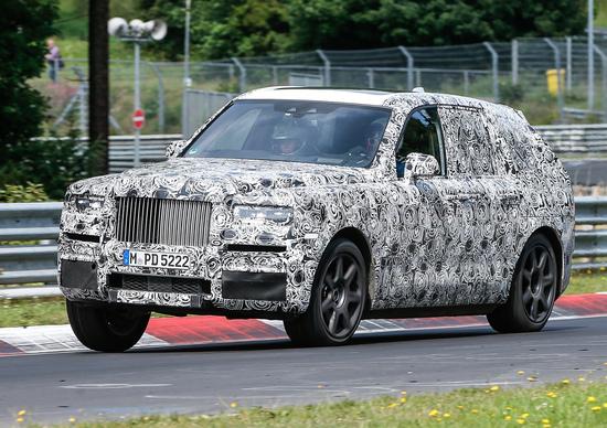 Rolls Royce, test per il SUV Cullinan