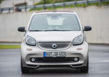Smart Brabus, in pista per i 15 anni del marchio [Video]
