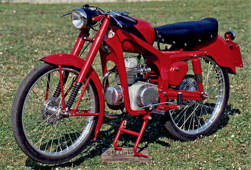 La Capriolo 75, una delle motoleggere di maggior successo degli anni Cinquanta, è stata prodotta in uno degli stabilimenti del grande gruppo Caproni, che in precedenza operava nel settore aeronautico