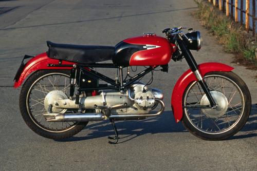 Il canto del cigno della IMN, che in precedenza aveva avuto un buon successo commerciale con i suoi ciclomotori a due tempi: si tratta della sfortunata bicilindrica Rocket di 200 cm, costruita in pochissimi esemplari