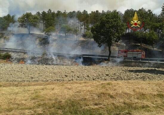Incidente stradale a Gubbio: trattore e utilitaria con incendio, ma nessuna vittima