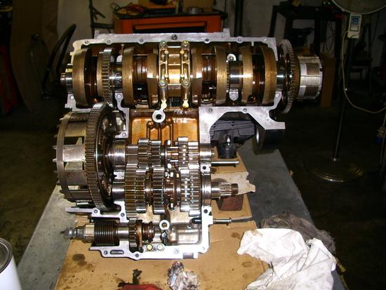 Il motore in fase di restauro