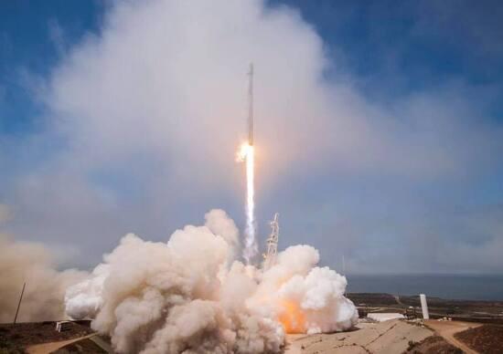 Elon Musk frena sulla missione Red Dragon?