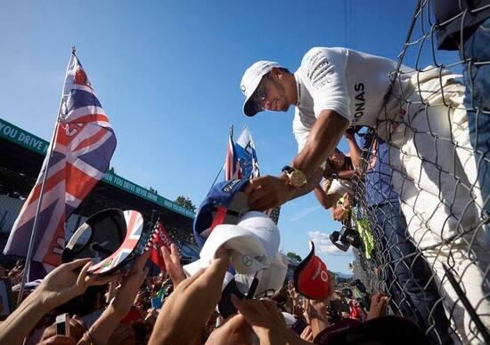 F1, GP Italia 2017: il bagno di folla di Hamilton e tutte le altre news