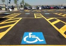 Monza, ubriaco parcheggia nel posto per disabili: patente ritirata