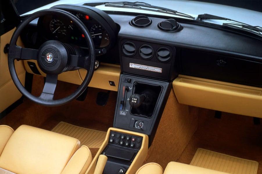 Alfa Romeo Spider (1971-95) (2)