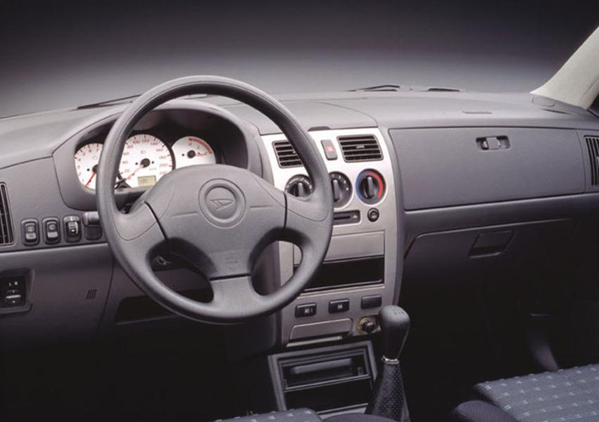 Daihatsu Sirion (1998-05) (5)