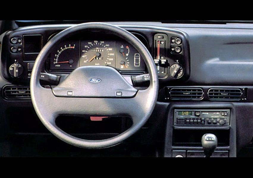 Ford Scorpio 2.0i Twin Cam 4 porte Ghia (5)