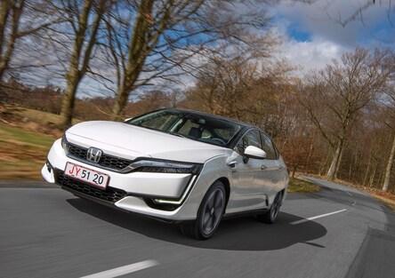 Honda FCX Clarity, l'auto ad idrogeno che emette solo acqua [Video]