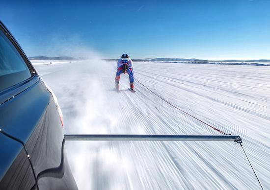 Jaguar XF Sportbrake. E' record... sugli sci [Video]