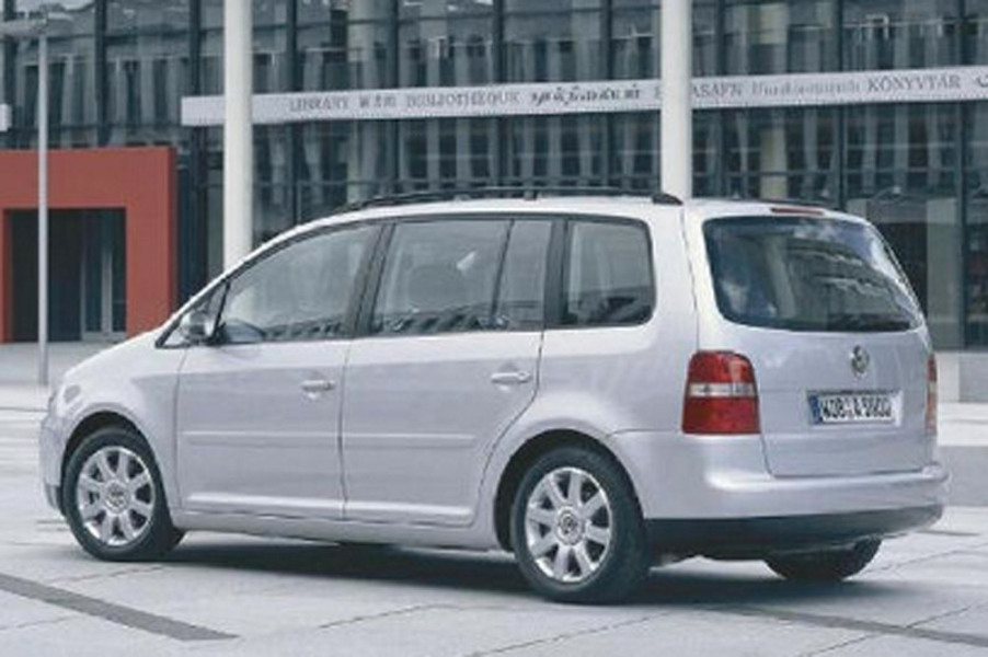 Volkswagen Touran 16V FSI Highline (5)