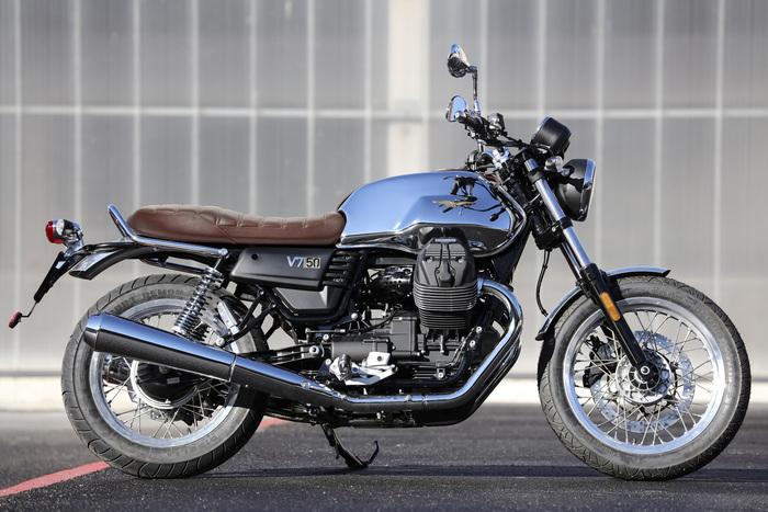 La Moto Guzzi V7 in allestimento Anniversario