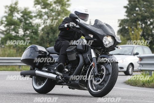 Foto Spia: Moto Guzzi California Bagger (2)