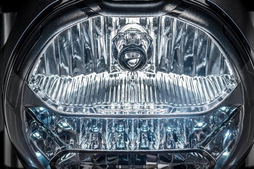 Adeguamento anche per il faro anteriore, misto alogeno-LED