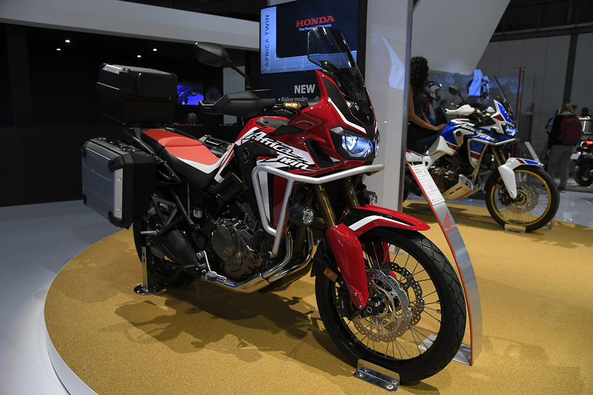 eicma 2017 honda africa twin crf1000l 2018 fiere e. Black Bedroom Furniture Sets. Home Design Ideas