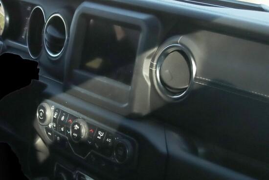 Il grande touchscreen sul nuovo Wrangler di Jeep in arrivo nel 2018