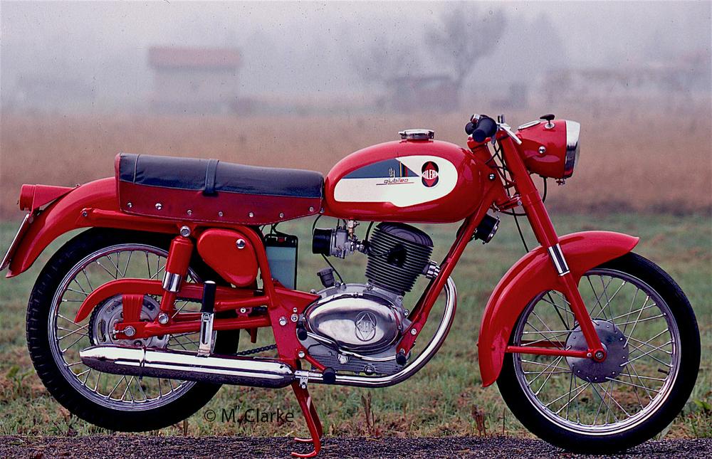 Le Gilera monocilindriche degli anni Sessanta derivavano dal Giubileo, entrato in produzione nel 1959 in versioni di 98 (vedi foto) e di 124 cm3, realizzate con identico schema costruttivo