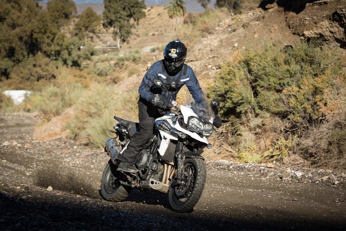 I prezzi partono da 15.800 euro per la XR e arrivano su fino ai 21.050 della XCa (vi rimandiamo ai listini di Moto.it per conoscere tutte le versioni). Le moto saranno disponibili in Italia da dicembre 2017