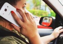 Cellulare alla guida: in arrivo la sospensione fino a sei mesi