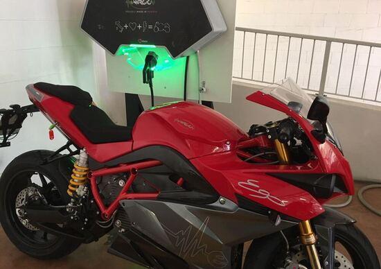 Moto e scooter elettrici, i dubbi sulle patenti e l'accesso in autostrada