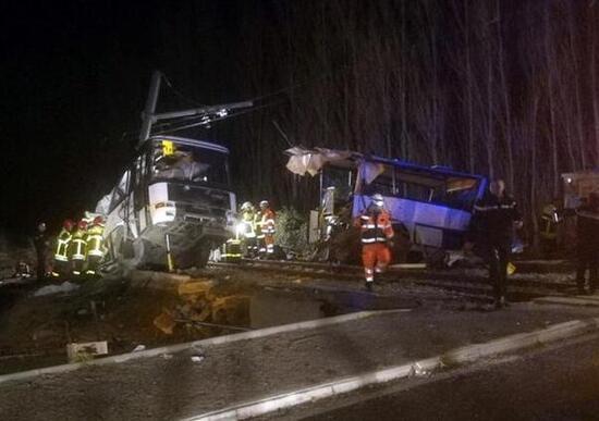 Francia, treno travolge scuolabus: almeno tre feriti