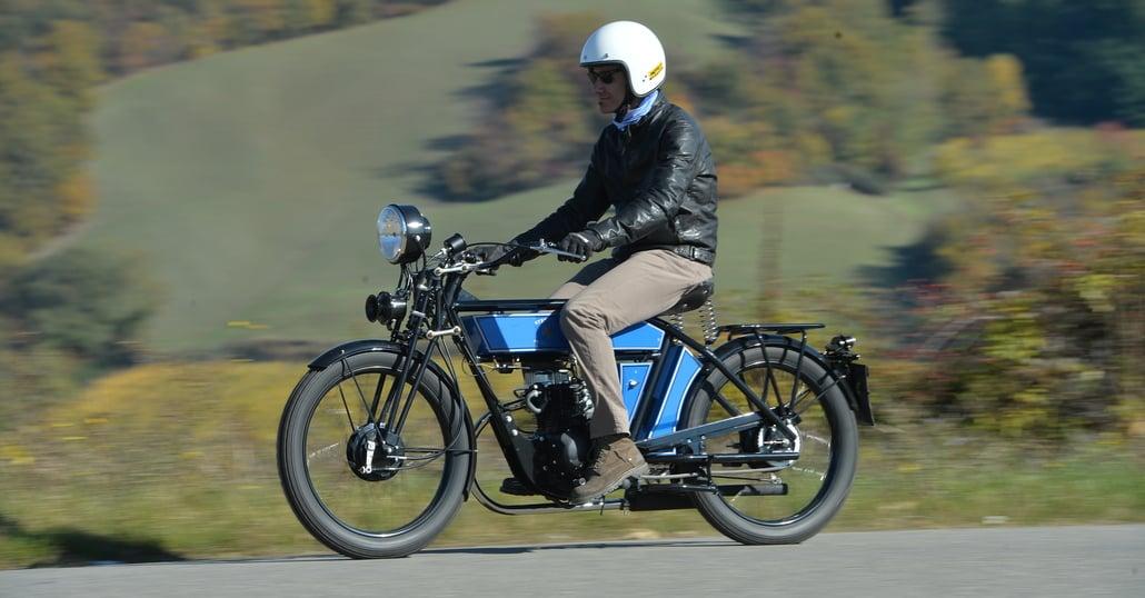Black Douglas Sterling Autocycle. Salto nel passato