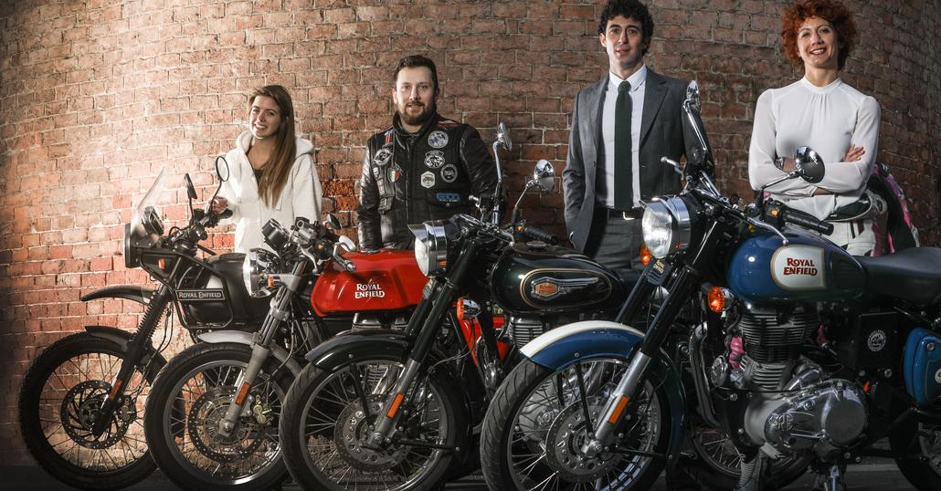 Quattro amici all'Agnellotreffen con quattro Royal Enfield