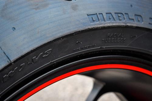 Sulla quattro cilindri Ducati debuttano le Pirelli Supercorsa SP v3 con l'inedita misura posteriore 200/60