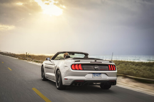 Ford Mustang GT California Special, allestimento old style (2)