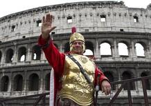 Roma, via i risciò-taxi dal centro (e anche i centurioni)