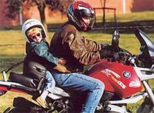 Vietato portare minori di anni 5 sulle 2 ruote