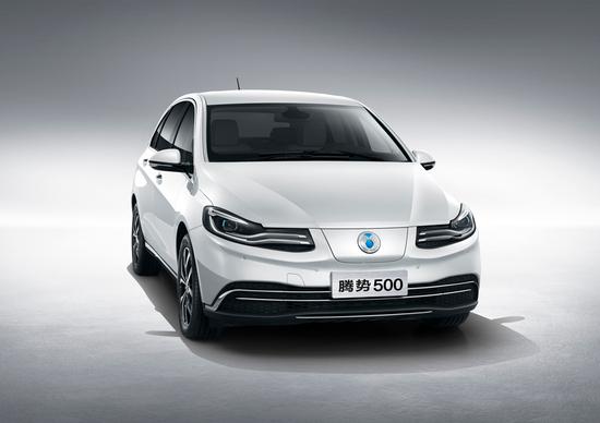 Denza 500, la nuova elettrica Daimler-BYD per la Cina