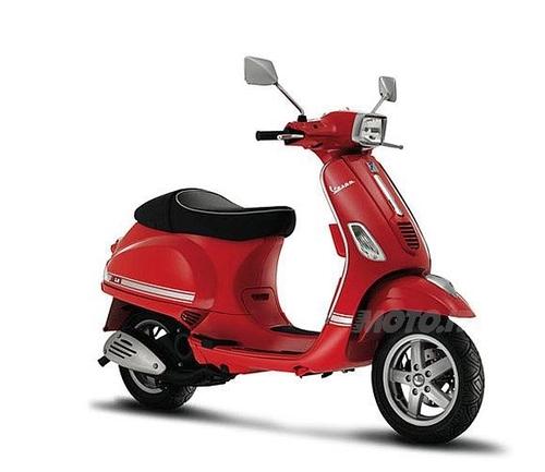 Bene gli scooter (+7,3%), benissimo i 50 cc (+11,4%). Nella foto Vespa S 50