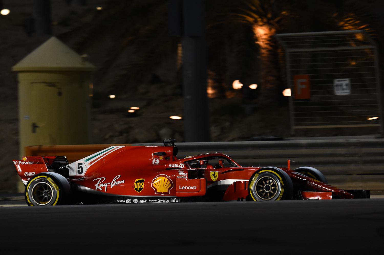 Raikkonen e Vettel sorridono Ma è solo venerdi, sottolineano
