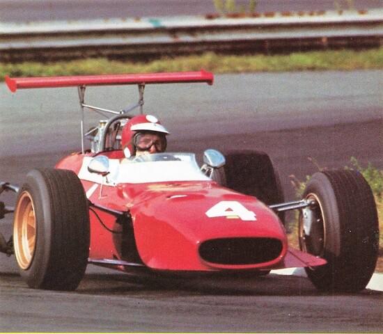 La monoposto F2 Dino Ferrari: spinta da un V6 1596cc con la dedica al figlio, prematuramente deceduto, di Enzo Ferrari