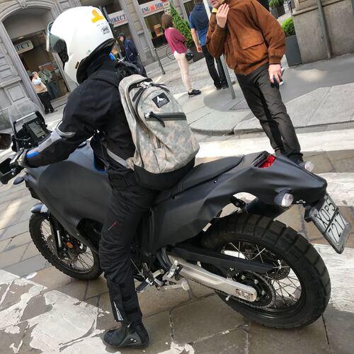 Foto spia yamaha t n r 700 beccata a milano news for Yamaha 700 tenere