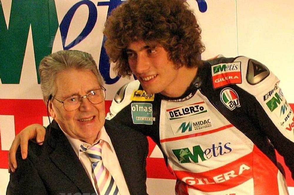Marco Simoncelli abbraccia Geoffrey Duke