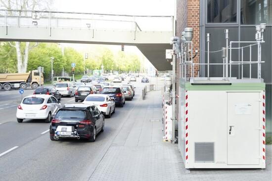 Una VW Golf TDI con apparato controllo emissioni gira in città: grazie ai nuovi sistemi EDC Bosch inquina molto meno
