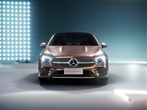 Mercedes Classe A: la versione sedan debutta a Pechino 2018 (6)