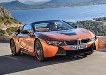 BMW i8 Roadster. Sfizio vestito da supercar [Video]