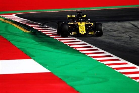 Nico Hulkenberg è stato vittima di una manovra scellerata di Grosjean in partenza