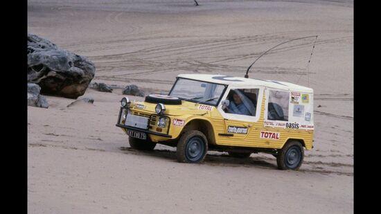 La Méhari al seguito della Parigi-Dakar del 1980. Fu impiegata come vettura per il supporto medico