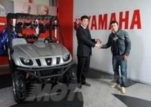 Tony Cairoli visita Yamaha Motor Italia e riceve in dono l'inarrestabile Rhino