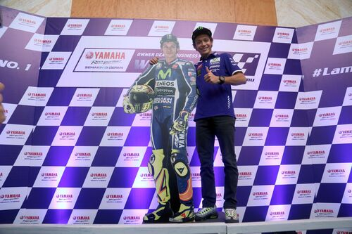 Valentino Rossi in tour in Indonesia (6)