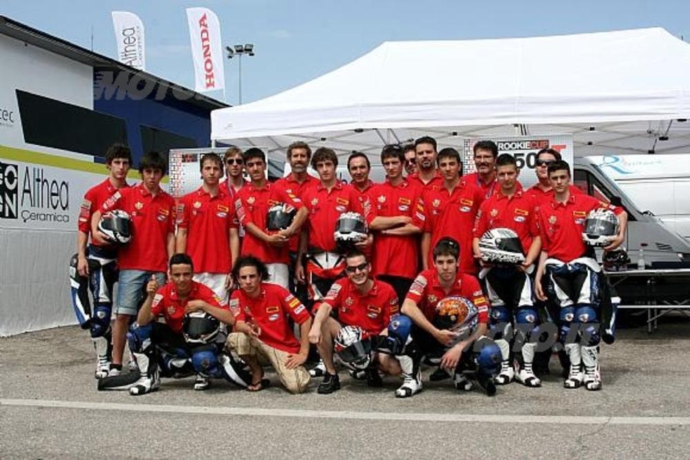 Il gruppo di giovani piloti della Rookie Cup 4T